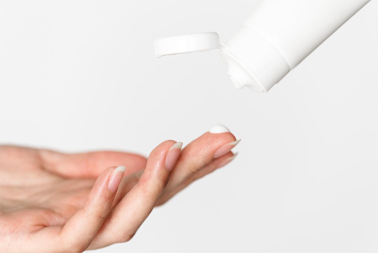 làm sạch da với sữa rửa mặt