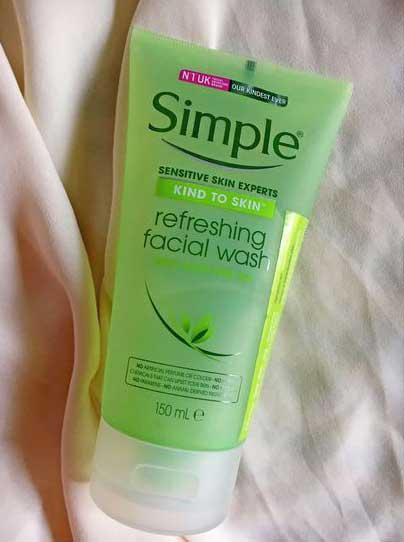 sữa rửa mặt nhẹ dịu cho da simple kind to skin