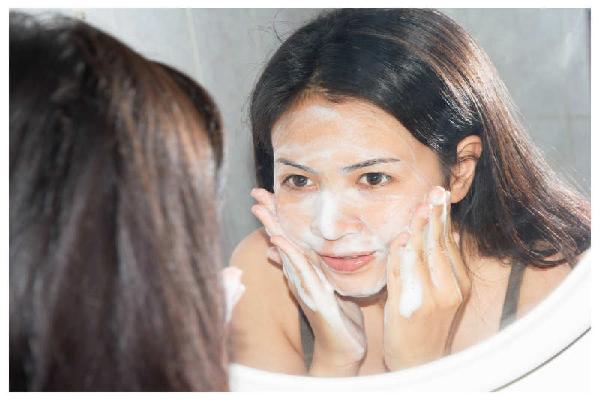rửa mặt mỗi ngày cho da dầu
