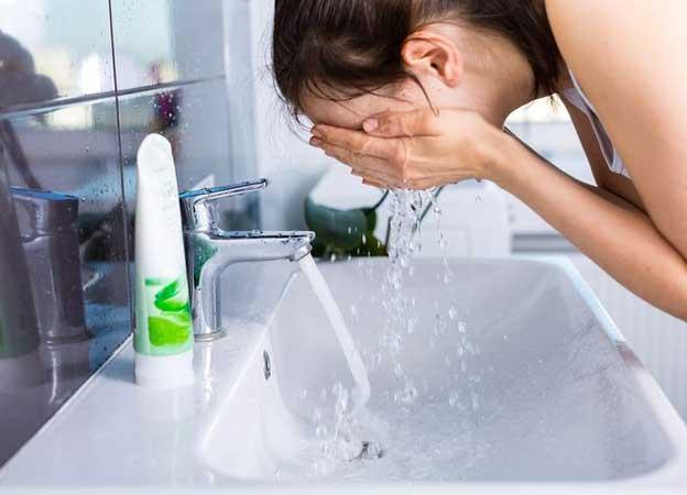 rửa mặt sạch và cân bằng độ pH cho da