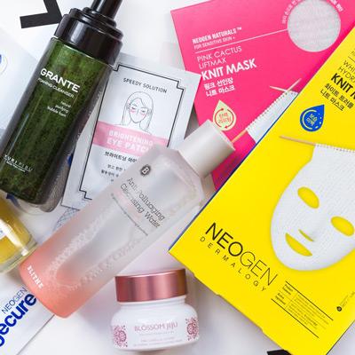 Sử dụng mỹ phẩm chăm sóc da thường xuyên mỗi ngày