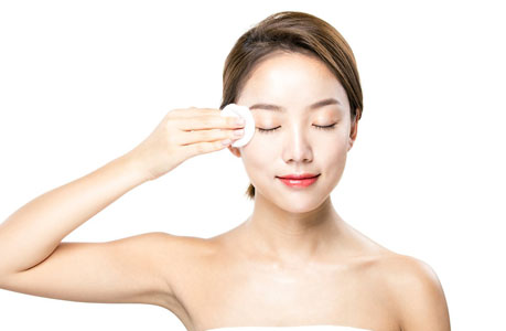 tẩy trang cho cả môi và vùng da mắt