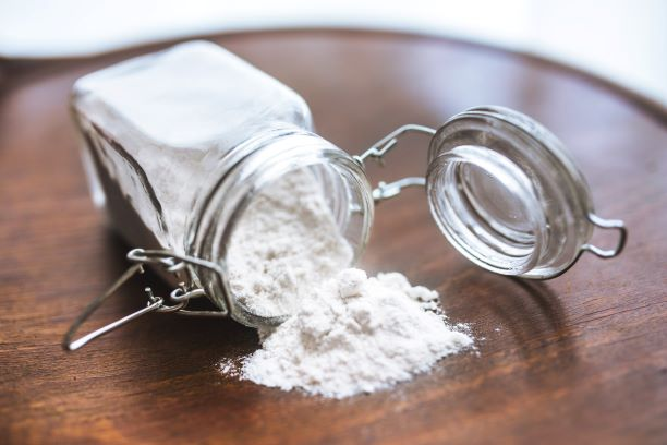Điều trị mụn cám bằng baking soda