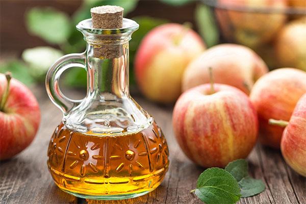 Giấm táo điều trị mụn thịt