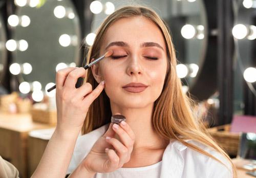 lạm dụng makeup