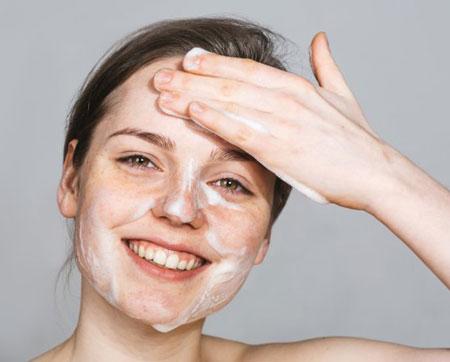 làm sạch da thât kỹ khi dùng serum