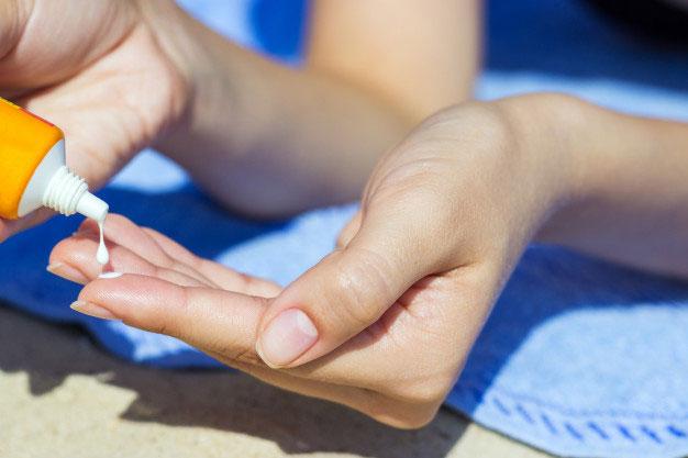nên chọn kem chống nắng có kết cấu như thế nào cho da khô?