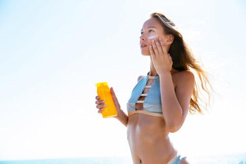 Sử dụng kem chống nắng để bào vệ da