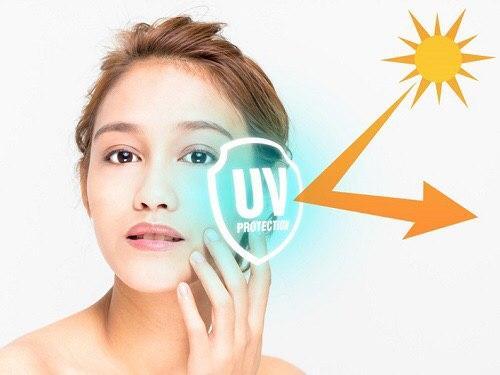 ZinC Oxide trong kem chống nắng vật lý giúp bảo vệ da bằng cách tạo lớp màng bên ngoài