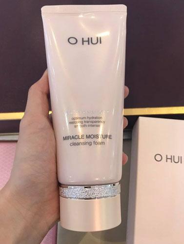 Sữa Rửa Mặt Dưỡng Ẩm Ohui Miracle Moisture Cleansing Foam