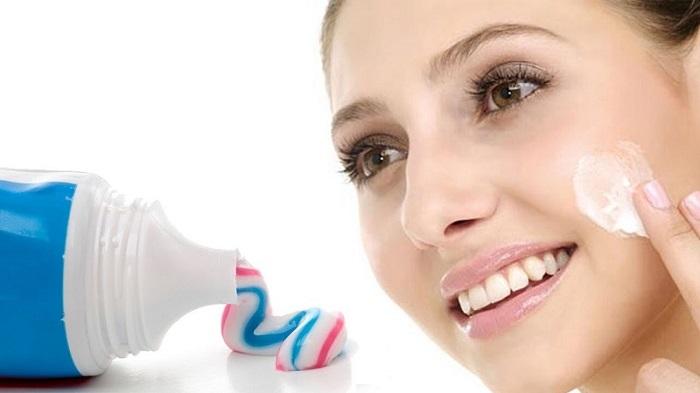 Nguyên nhân không nên dùng kem đánh răng để trị mụn