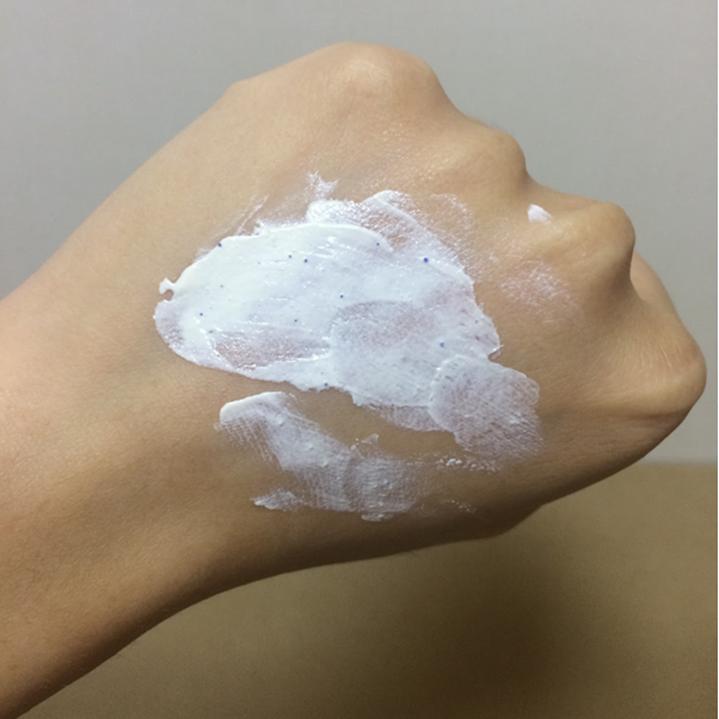 Sữa rửa mặt Naruko có kết cấu đặc