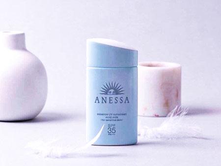 Kem chống nắng của Nhật Anessa Essence UV Sunscreen Mild Milk SPF 35/PA +++