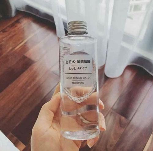 Nước hoa hồng Muji Light Toning Water cấp ẩm cho da dầu
