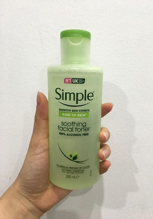 Thiết kế của Simple Kind To Skin Soothing Facial Toner