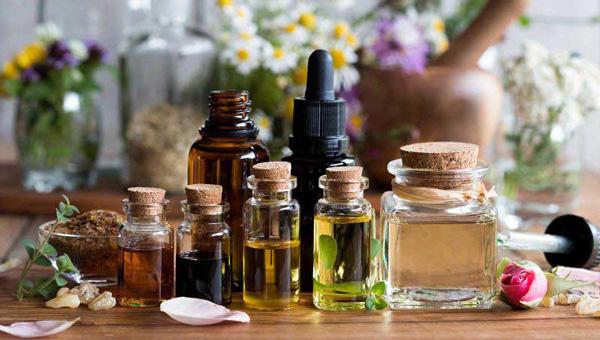 Tinh dầu là một dạng chất lỏng được chiết xuất từ các loại thảo mộc, thực vật, vỏ cây,....